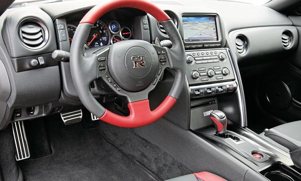 nissan gt r vs audi r8 v10 plus porsche 911 turbo s sportwagen vergleich bild 9. Black Bedroom Furniture Sets. Home Design Ideas