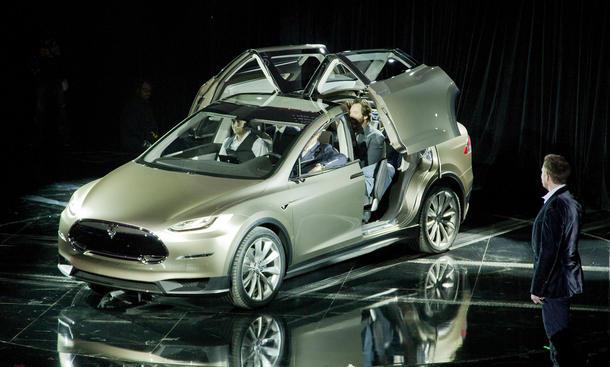 Tesla Model X Produktion Anfang 2015 Crossover Elektroauto Siebensitzer Flügeltüren