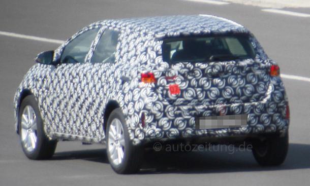 2020 - [Toyota] Auris SUV Toyota-Urban-Cruiser-2015-Erlkoenig-04