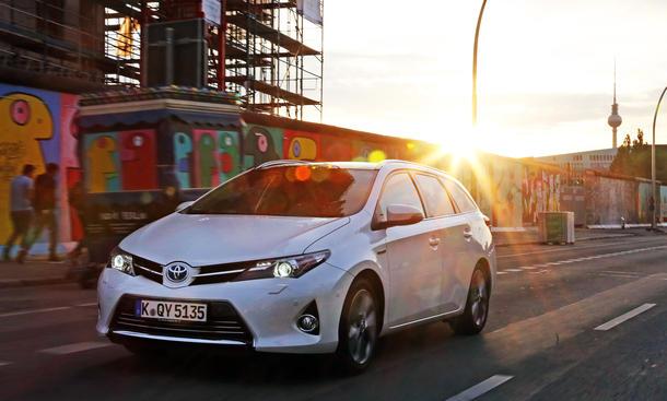Toyota Auris Hybrid Touring Sports Reportage Special 2014 Hybrid-Kombi
