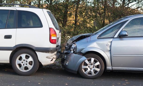 Auffahrunfall Schuldfrage Unfall wer auffaehrt ist schuld