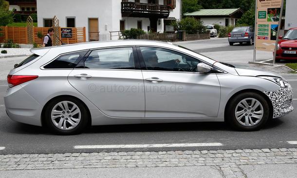 2015 - [Hyundai] i40 Restylée - Page 2 Hyundai-i40-Facelift-Erlkoenig-2014-05
