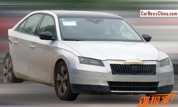 Erlkönig Skoda Superb 2015 Mittelklasse Limousine Design Bilder MQB