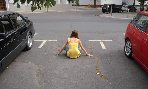 Fußgänger darf Parkplatz nicht freihalten - Strafe droht
