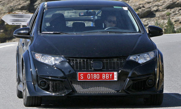 Erlkoenig zeigt Honda Civic Type R 2015 ohne Heckfluegel