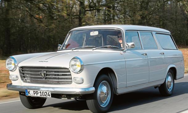 Peugeot 404 Familiale: Kombi im Fahrb