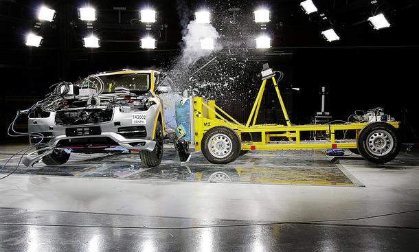 Volvo XC90 2015 Crashtest SUV Geländewagen Video Unfall Sicherheit
