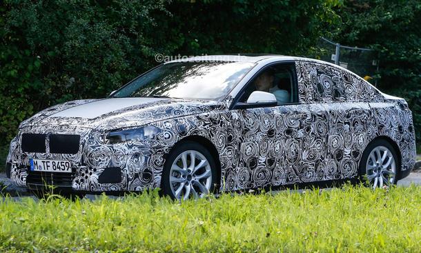 2016 - [BMW] Série 1 Sedan [F52] - Page 3 BMW-1er-Limousine-2016-Erlkoenig-Frontantrieb-Stufenheck-3