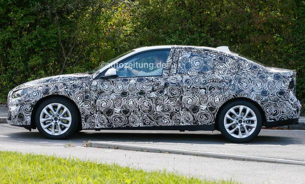 2016 - [BMW] Série 1 Sedan [F52] - Page 3 BMW-1er-Limousine-2016-Erlkoenig-Frontantrieb-Stufenheck-4