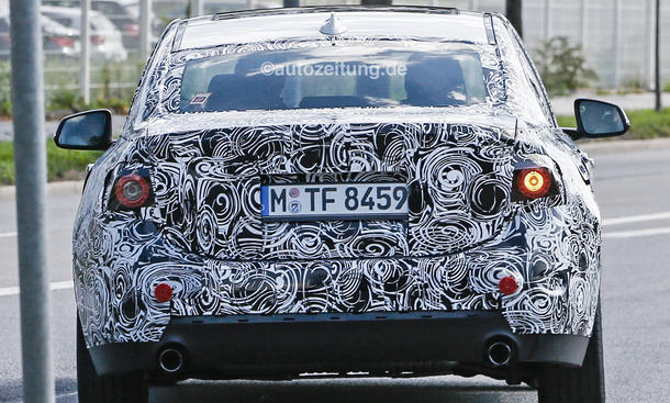2016 - [BMW] Série 1 Sedan [F52] - Page 3 BMW-1er-Limousine-2016-Erlkoenig-Frontantrieb-Stufenheck-7