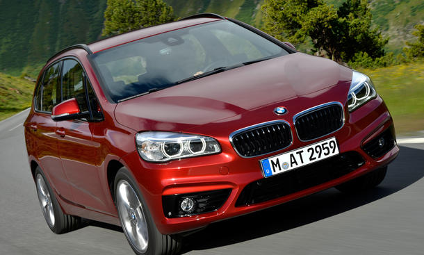 BMW 2er Active Tourer: xDrive-Allradantrieb für 220d und 225i