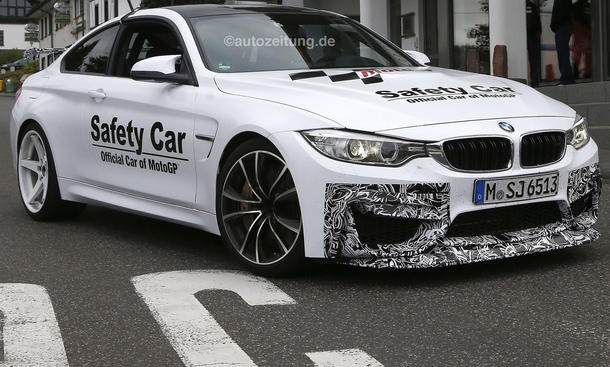 BMW M4 GTS Erlkoenig Supersportler Safety Car Tarnung