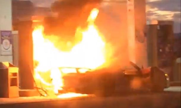 Frisch aus dem Netz: Porsche 918 Spyder brennt lichterloh