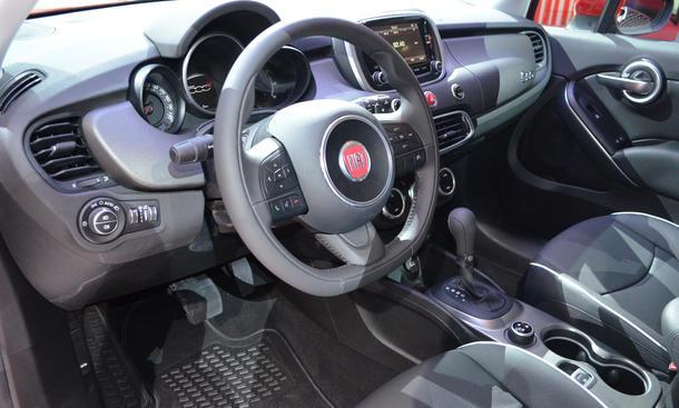 Fiat 500x live in paris aus kleinwagen wird crossover for Interieur fiat 500x