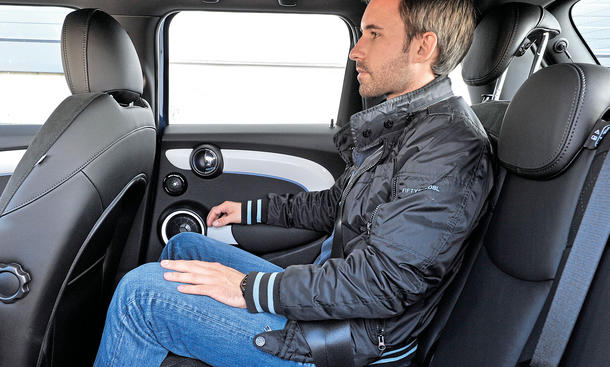 Mini Cooper Fünftürer 2014 Test Rückbank