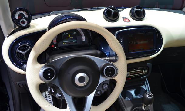 Smart fortwo 2014 live bilder vom pariser autosalon for Auto innenraum
