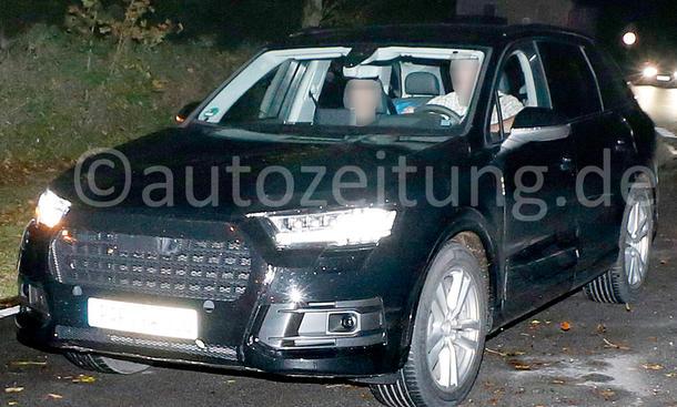2015 Audi Q7 Erlkoenig Luxus SUV Nacht Design Licht Grafik
