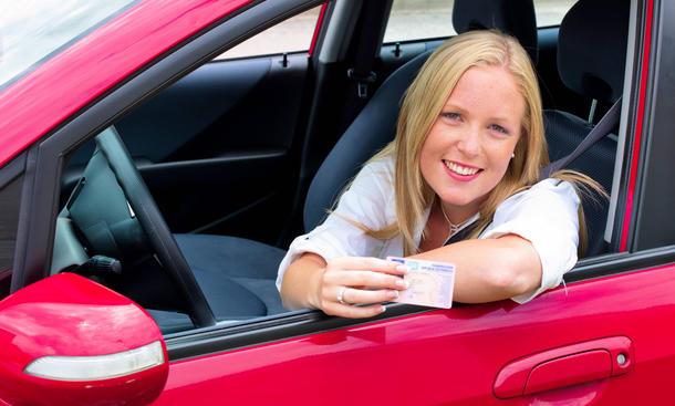 Fahren lernen Fahranfänger sicher fahren Tipps Ratgeber Führerschein Neulinge