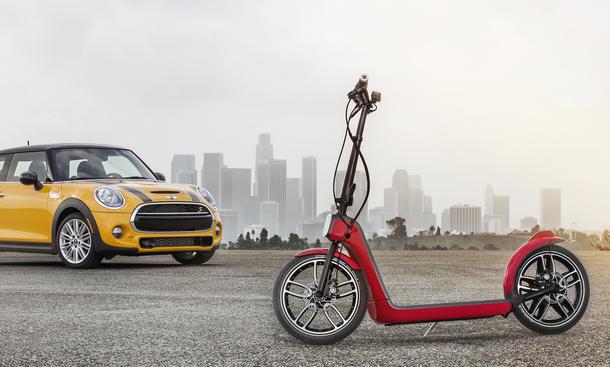 Mini Citysurfer Tretroller Elektromotor LA Auto Show 2014 Zweirad