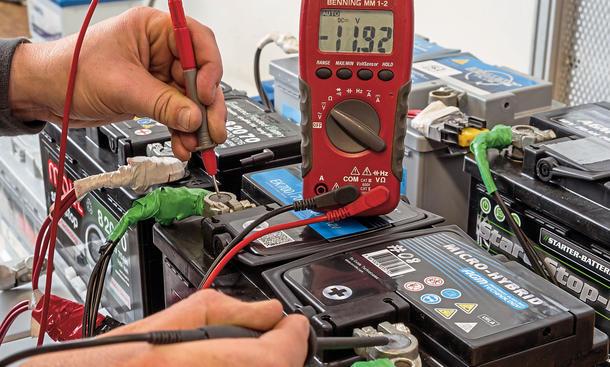 Auto batterie start hilfe test pflege wartung austausch winter