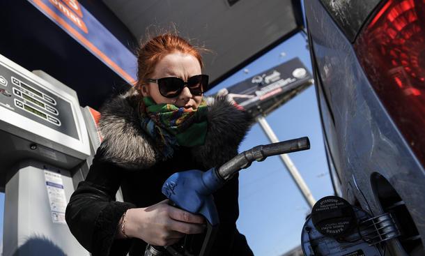 Sprit sparen Winter Benzinverbrauch Motor Reifendruck Ratgeber