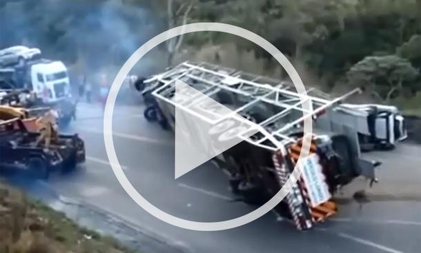 Video: Bergung eines Autotransporters als Fail
