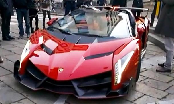Video: Lamborghini Veneno Roadster auf der Weihnachtsfeier