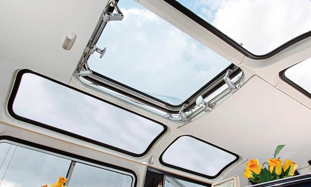 vw t1 samba bulli vs ford transit panorama kleinbus. Black Bedroom Furniture Sets. Home Design Ideas