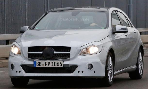 Mercedes A Klasse facelift 2015 iaa frankfurt erlkoenig bilder 0002