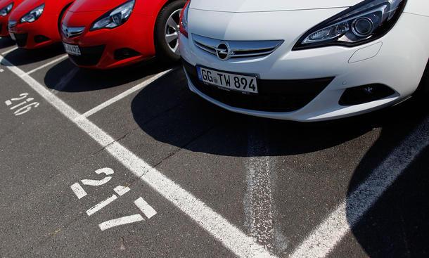 Opel Astra J Rückruf 2015 Deutschland Benziner Batterieabdeckung Kompaktklasse