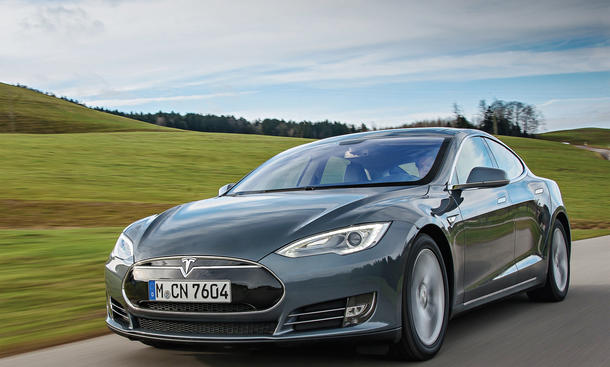 tesla model s p85d elektroauto im fahrbericht. Black Bedroom Furniture Sets. Home Design Ideas