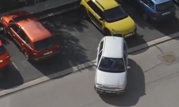 Web-Video: Rückwärts-Einparken-Fail
