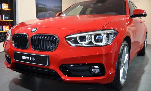 BMW 1er Facelift 2015 Genfer Autosalon Bilder Kompaktklasse Motoren Dreizylinder Preis