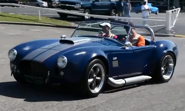 Video: Shelby Cobra auf Abwegen
