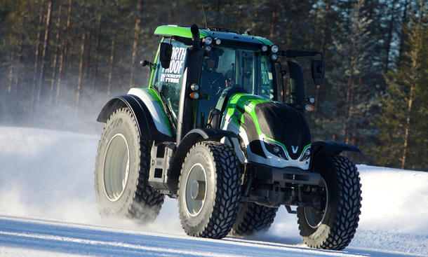 nokian tyres weltrekord traktor fastest valtra t234