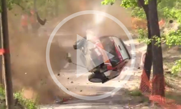 Video: Spektakulärer Rallye-Crash