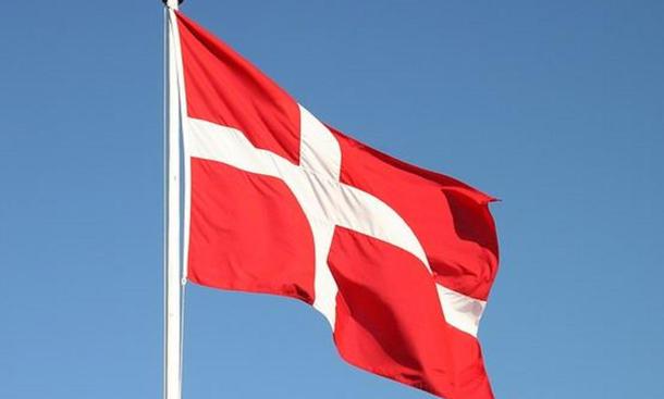 autoreise durch dänemark flagge verkehrsregeln ratgeber tipps