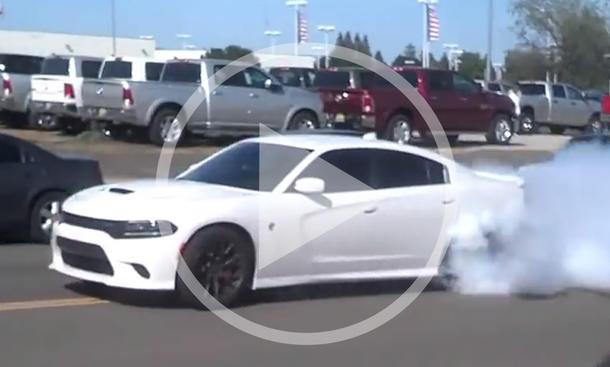 Video: Dodge Charger Hellcat im Burnout-Wahn