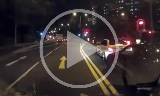 Video: Nissan GTR R35 crasht Mercedes C-Klasse