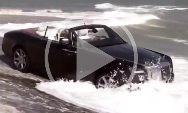 Video: Rolls-Royce Cabrio geht baden