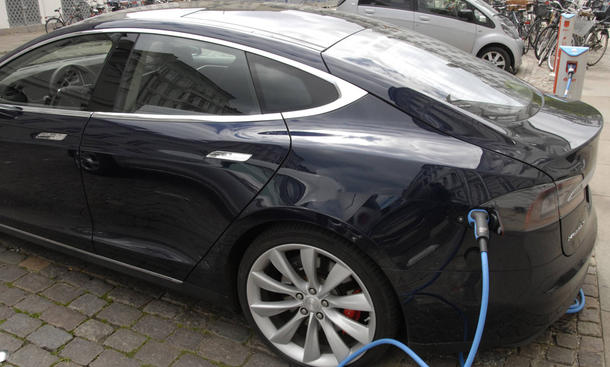 tesla model s energiespeicher autohersteller produktion batterie