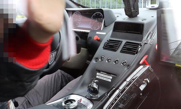 Aston Martin DB11 Mercedes-AMG Innenraum Motor Erlkönig Comand Infotainment
