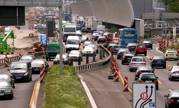 fahrbahnverengung autobahn baustelle strafe bußgeld unfall