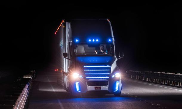 selbstfahrender lkw daimler truck autonomes fahren deutschland tests
