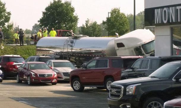 crash unfall truck lkw autohaus hermitage