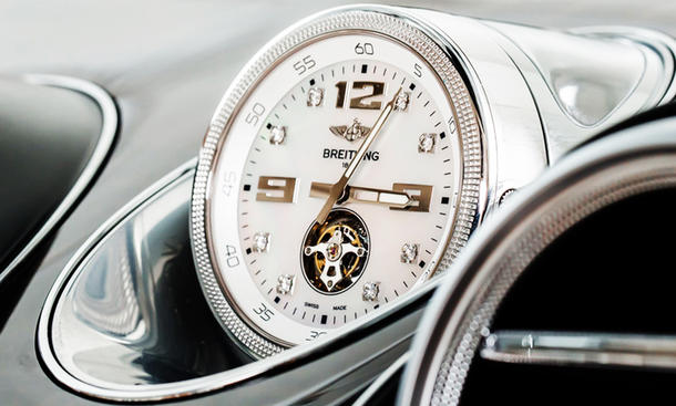 Bentley Bentayga mit Breitling Uhr