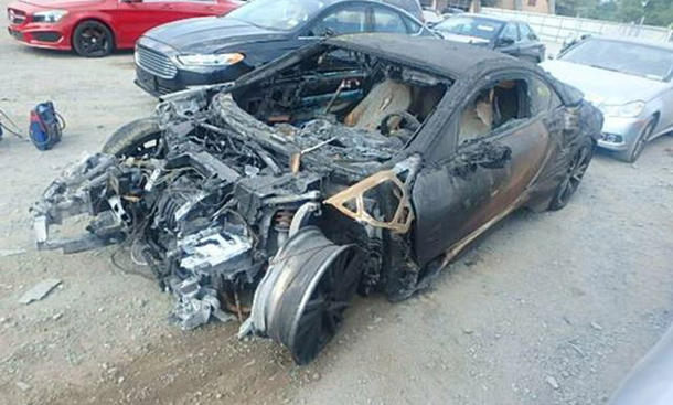 BMW i8 Feuer abgebrannt