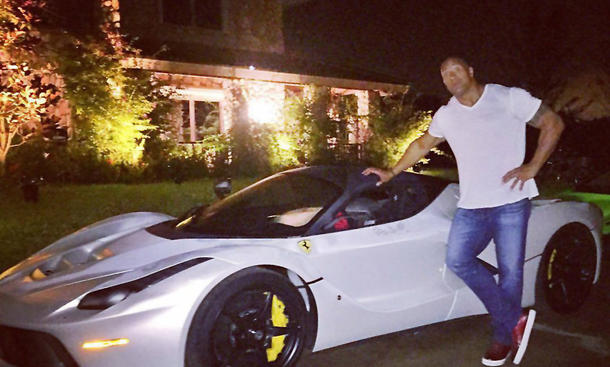 Dwayne The Rock Johnson vor Ferrari LaFerrari