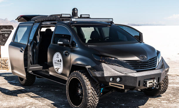 toyota ultimate utility vehicle auf der sema 2015 bild 4. Black Bedroom Furniture Sets. Home Design Ideas