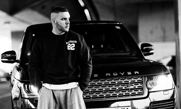 Rapper Fler am Range Rover